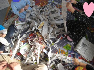 新聞紙ふぶき びりびり